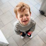 Làm sao khi trẻ ăn vạ?