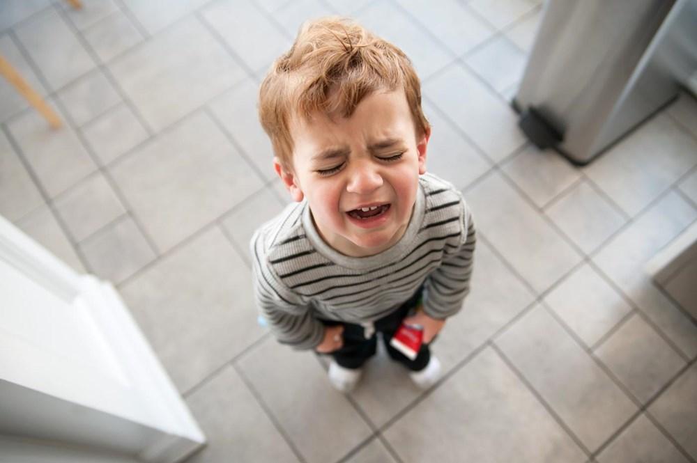Làm gì khi trẻ ăn vạ?